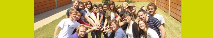 Fotografia d'estudiants en el campus