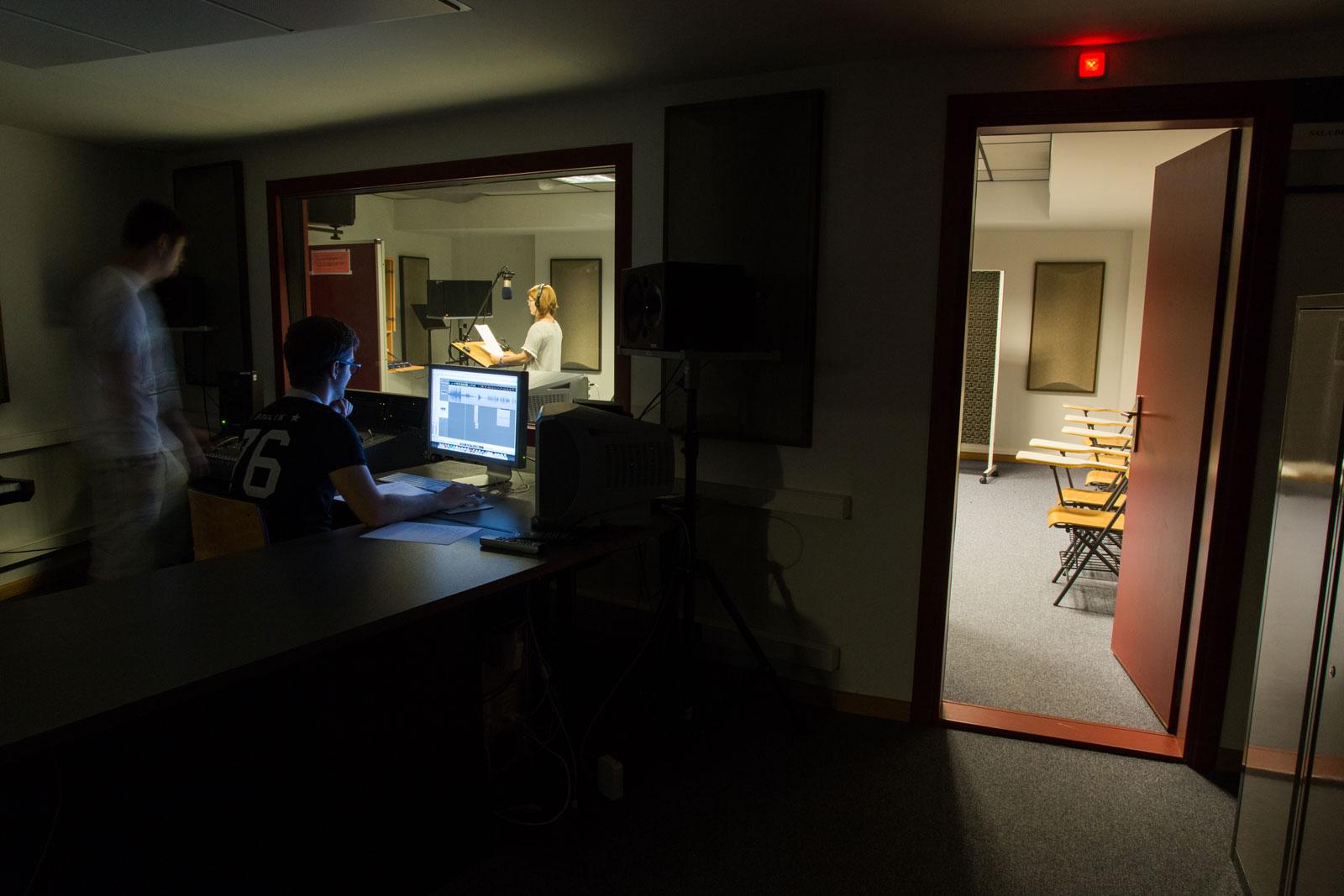 Sala de doblaje y producción musical